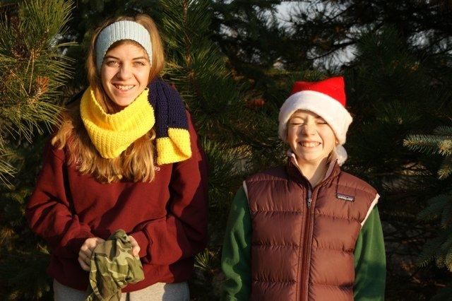kids getting tree