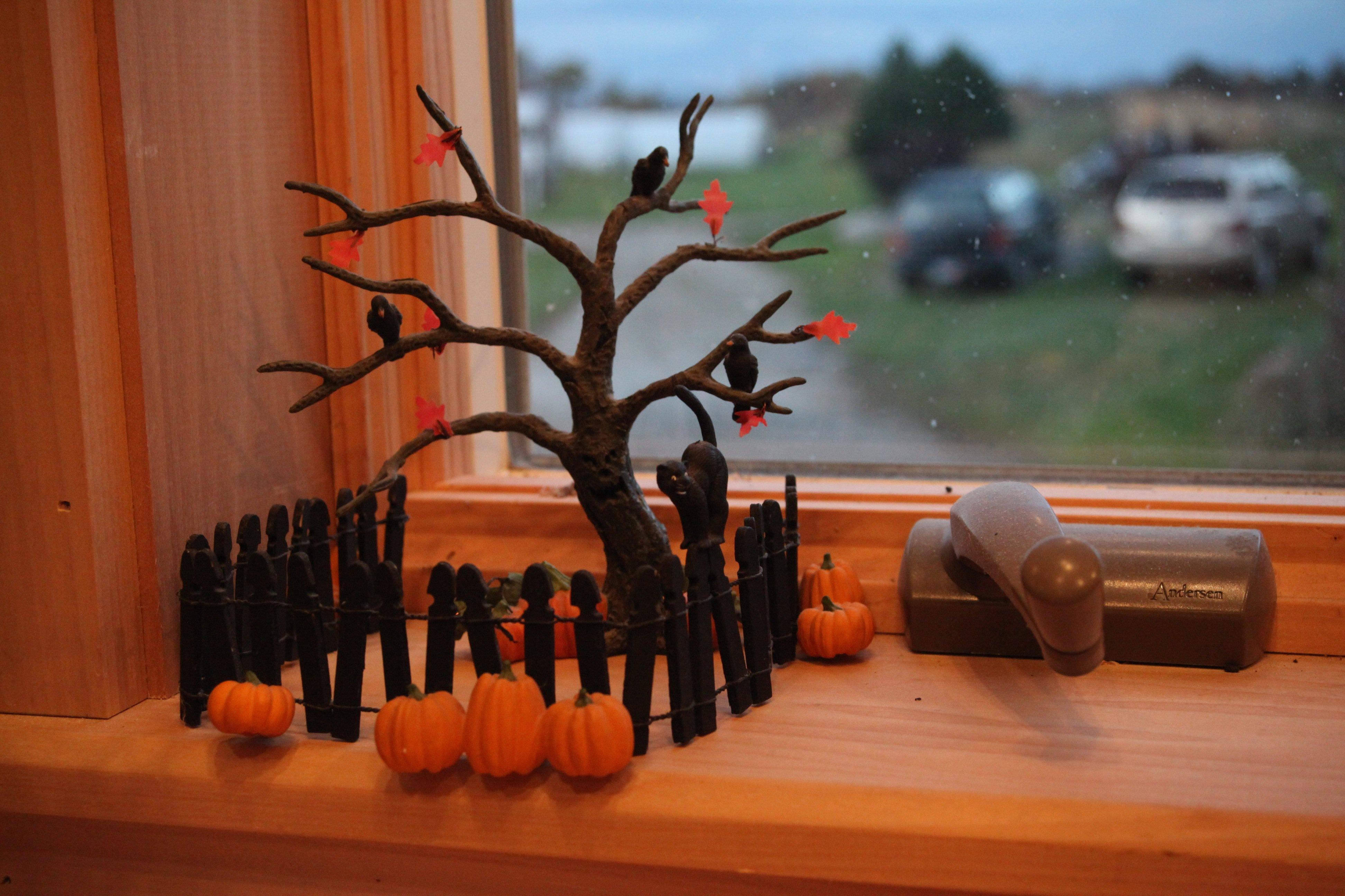 Oct windowsill decorations