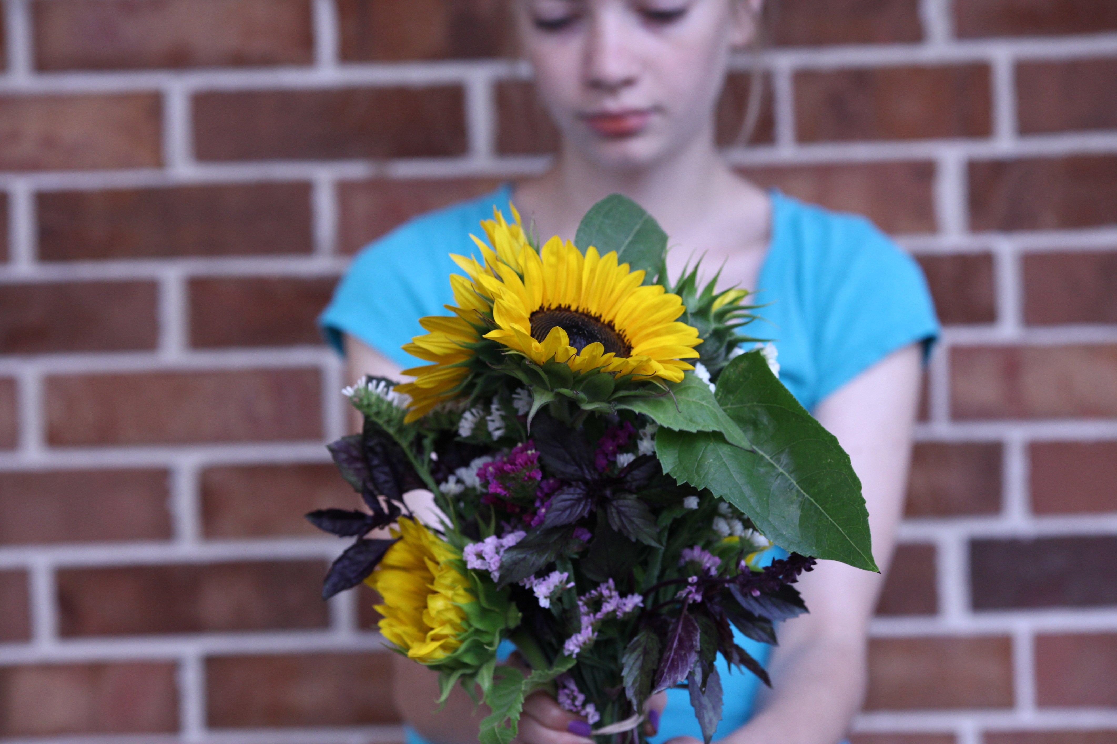 Tay w: sunny bouquet @ mrk