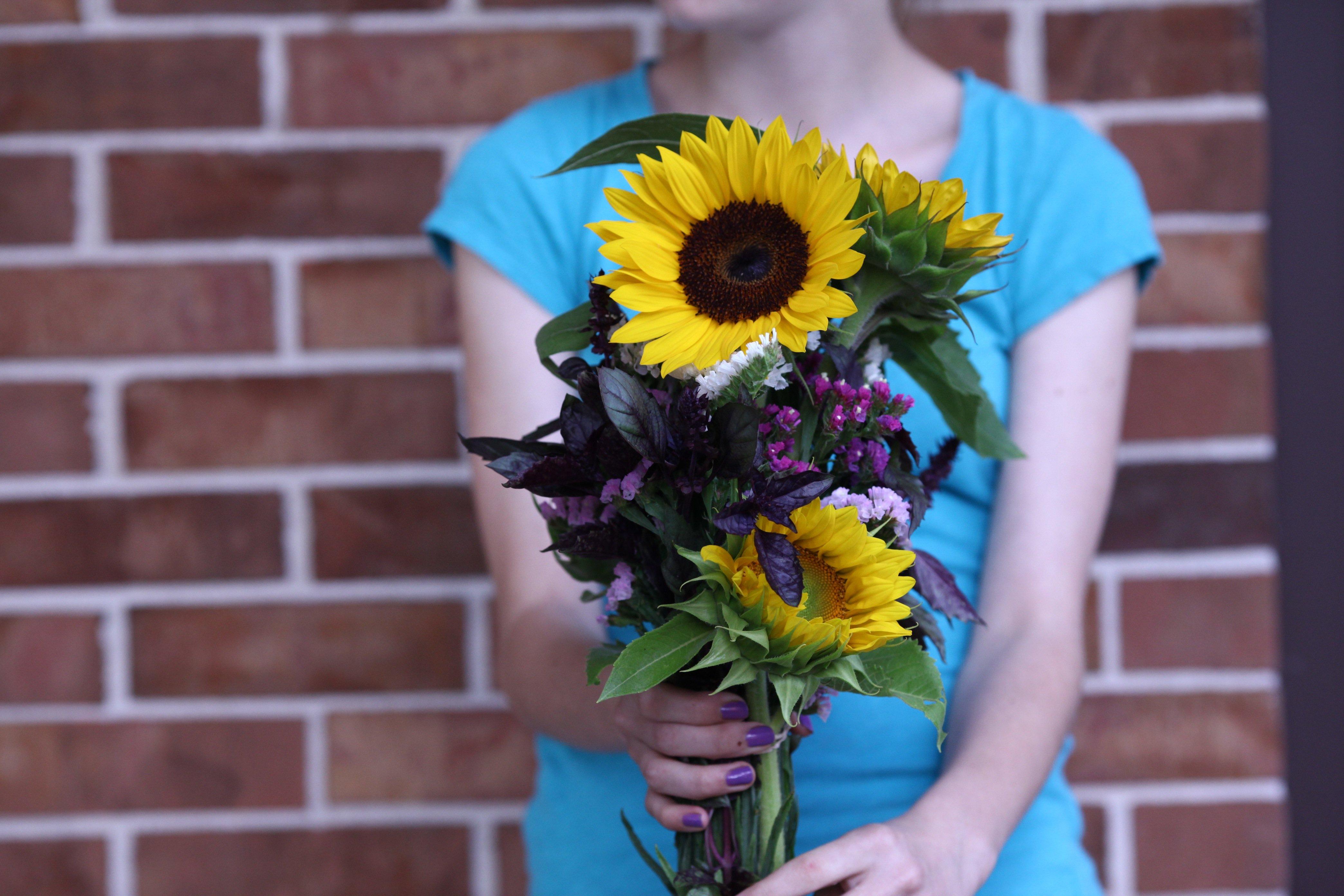 7-19 tay w: sunflower bouquet